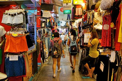 Cheap-and-Trendy-Fashion-in-Bugis-Street